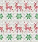 Teste padrão de confecção de malhas sem emenda do feriado de inverno com cervos e flocos de neve Imagens de Stock Royalty Free