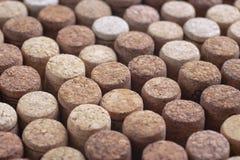Teste padrão de cortiça diferentes da garrafa de vinho, vista superior do fundo foto de stock royalty free