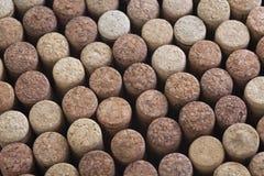 Teste padrão de cortiça diferentes da garrafa de vinho, vista superior do fundo foto de stock