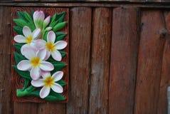 Teste padrão de flor bonito na madeira do fundo das paredes Fotografia de Stock Royalty Free
