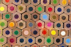 Teste padrão de lápis empilhados da cor, fim acima Foto de Stock
