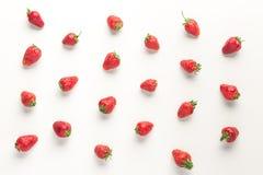 Teste padrão de morangos vermelhas suculentas maduras Imagem de Stock