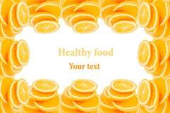 Teste padrão de repetir pilhas de laranjas cortadas em um fundo branco Pilha das fatias de laranja suculenta Isolado Fruto decora Foto de Stock Royalty Free