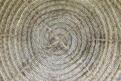Teste padrão de tecelagem do rattan tailandês tradicional no centro imagens de stock