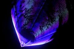 Teste padrão de Violet Beam Laser Light Background com linhas e listras imagens de stock royalty free