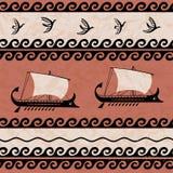 Teste padrão decorativo com estilo do grego clássico dos pássaros e dos navios Fotografia de Stock Royalty Free