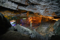 Teste padrão do amarelo de Thien Cung Cave Heavenly Palace Cave fotografia de stock