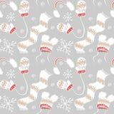 Teste padrão do ano novo dos mitenes, dos chapéus, do lenço e dos flocos de neve Imagens de Stock