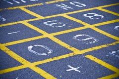 Teste padrão do Hopscotch no campo de jogos da escola Imagem de Stock Royalty Free