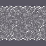 Teste padrão do laço com as rosas no fundo cinzento Imagens de Stock Royalty Free