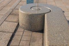 Teste padrão do mármore do banco no parque Imagens de Stock