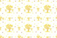 Teste padrão do outono com árvores e folhas do amarelo Imagens de Stock Royalty Free