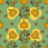 Teste padrão do outono com abóboras, folhas e corações Foto de Stock