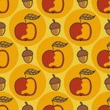Teste padrão do outono com maçãs, porcas doodle Fotos de Stock Royalty Free