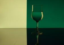 Teste padrão do Refraction do vidro de vinho fotografia de stock royalty free