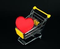 Teste padrão do símbolo do amor em carros de compra Fotografia de Stock Royalty Free
