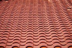 Teste padrão do telhado de telhas da argila vermelha Imagem de Stock