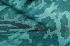 Teste padrão do uniforme militar com efeito do borrão no tom ciano imagens de stock royalty free
