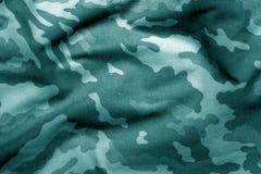 Teste padrão do uniforme militar com efeito do borrão no tom ciano imagem de stock royalty free