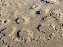 Teste padrão do vento na areia Imagens de Stock