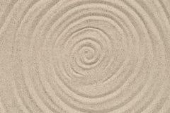 Teste padrão dos círculos concêntricos no fundo natural da textura da areia foto de stock royalty free