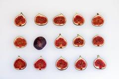 Teste padrão dos figos maduros cortados sob a forma do retângulo isolados no fundo branco Ilustração do fruto Foto do alimento li foto de stock royalty free