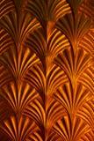 Teste padrão dourado da seta na parede Fotografia de Stock
