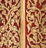 Teste padrão dourado dos lótus na parede do templo Foto de Stock Royalty Free