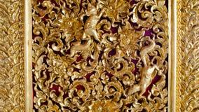 Teste padrão dourado na coluna no templo Foto de Stock