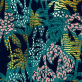 Teste padrão exótico sem emenda na moda com palma, cópias do animal e texturas tiradas mão Imagem de Stock Royalty Free