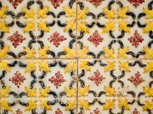 Teste padrão floral brilhante em um azulejo Imagens de Stock Royalty Free
