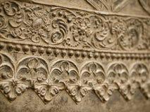Teste padrão floral em uma parede do metal Imagens de Stock