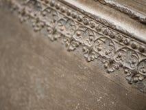 Teste padrão floral em uma parede do metal Imagens de Stock Royalty Free