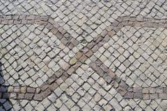 Teste padrão geométrico em um assoalho bicolor do pavimento Fotos de Stock