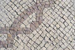 Teste padrão geométrico em um assoalho bicolor do pavimento Imagem de Stock
