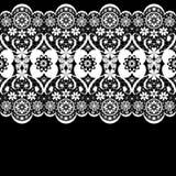 Teste padrão laçado sem emenda branco do laço no preto Fotografia de Stock Royalty Free