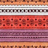 Teste padrão listrado brilhante Motriz étnicos Roxo, laranja e branco Fotos de Stock Royalty Free