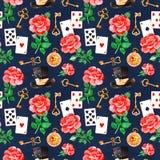 Teste padrão mágico com rosas bonitas, cartões de jogo, chapéu, o pulso de disparo velho e chaves douradas Fotografia de Stock Royalty Free