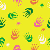 Teste padrão misturado dos handprints Fotografia de Stock