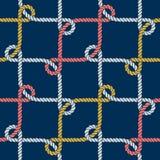 Teste padrão náutico sem emenda da corda, branco em escuro - azul imagens de stock