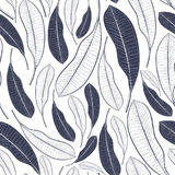 Teste padrão na moda do verão com folhas tropicais Folhas gráficas do fruto da manga isoladas no fundo branco Ilustração do vetor imagem de stock royalty free