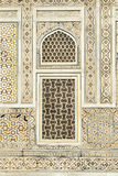 Teste padrão na parede de mármore com trabalho do embutimento imagens de stock royalty free