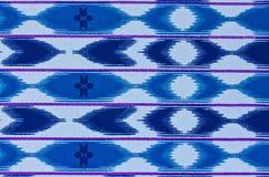 Teste padrão na tela dos sarongues Imagens de Stock