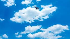Teste padrão nebuloso do fundo do céu azul Imagens de Stock Royalty Free