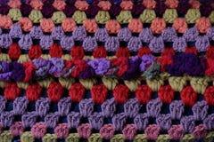 Teste padrão oriental de cores brilhantes em uma fronha de almofada Imagens de Stock Royalty Free