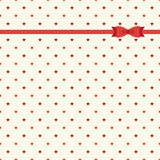 Teste padrão retro primitivo bonito com fita e curva no fundo pequeno dos corações Imagens de Stock