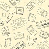 Teste padrão sem emenda à moda com atributos da velha escola, dispositivos eletrónicos e instrumentos de música no fundo amarelo  ilustração stock