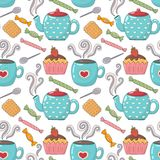 Teste padrão sem emenda bonito do tempo do chá com xícaras de chá, bules e doces Imagens de Stock Royalty Free