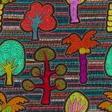Teste padrão sem emenda bordado Árvores dos desenhos animados, floresta, palmeiras Foto de Stock Royalty Free
