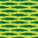 Teste padrão sem emenda colorido com crocodilos felizes Fundo bonito decorativo com r?pteis ilustração royalty free